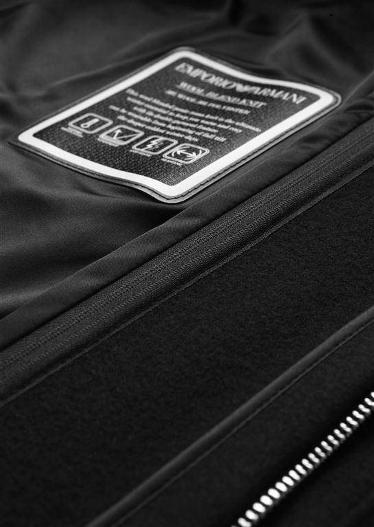 Emporio Armani - Giubbotti - cappotto in panno tecnico con cappuccio, pettorina con zip e polsini nero 2