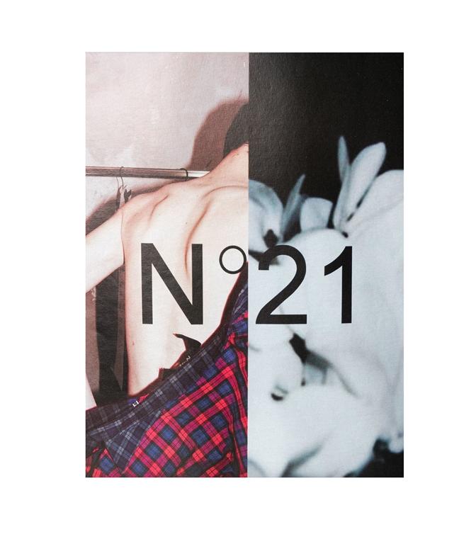 N°21 - T-Shirt - t-shirt con girocollo e stampa fotografica nera 1
